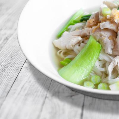 Nudelsuppe mit Hähnchen (Ghu Diew Nam)